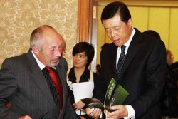 Richard Hide with the Chinese Ambasadore HE Liu ©